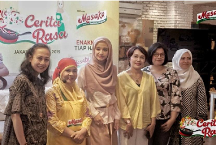 Yani Herlyani, Chef Fatmah Bahalwan, Laudya Cynthia Bella, Dr. Rita Ramayulis DCN. M.Kes, Maya Melivyanti, Eurli A. Prameswari.