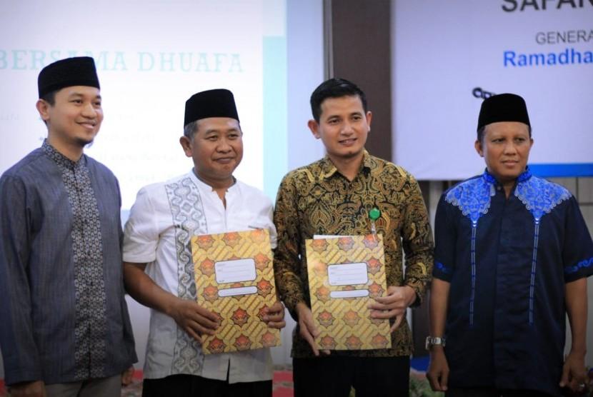 Yayasan Baitul Maal PT Perusahaan Listrik Negara Unit Pelaksana Transmisi (YBM PLN UPT) Surabaya melakukan penandatanganan kerja sama dengan Dompet Dhuafa Jawa Timur.