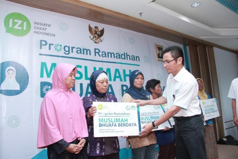 Yayasan Baitul Maal (YBM) PLN Pusmankon bersinergi dengan Lembaga Amil Zakat Nasional (Laznas) Inisiatif Zakat Indonesia (IZI) Jawa Tengah (Jateng) memberikan santunan untuk 150 muslimah berdaya.