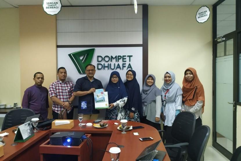Yayasan Niru Nabi (YNN) kembali melakukan kunjungan kedua kalinya ke Dompet Dhuafa (DD) pada Rabu (17/7). YNN terkesan dengan misi lembaga filantropi Islam yang berfokus pada Kesehatan, Pendidikan, Ekonomi dan Pengembangunan.