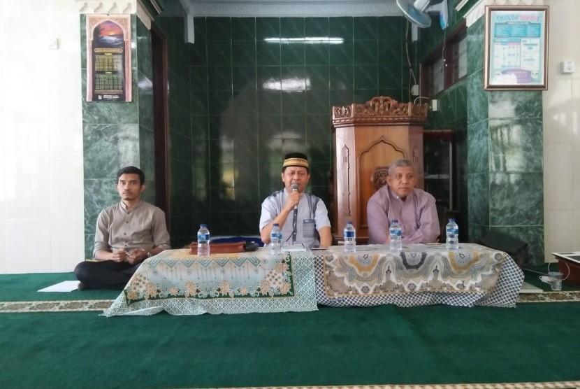 "Yayasan Perguruan Al Iman Bojonggede, Bogor, menggelar kajian filsafat pendidikan bertema ""Pentingnya Mengenali Keunikan Potensi Anak Sejak Dini""."