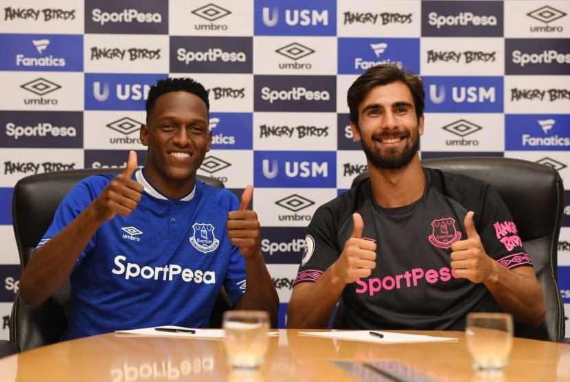 Yerry Mina (kiri) dan Andre Gomes.
