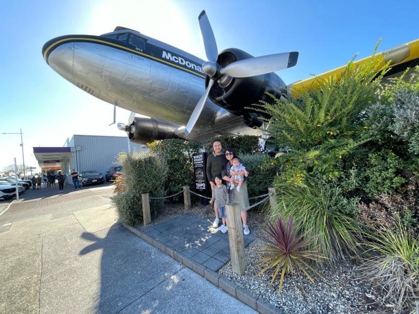 Youtuber Andy Saputra bersama keluarganya di Selandia Baru.