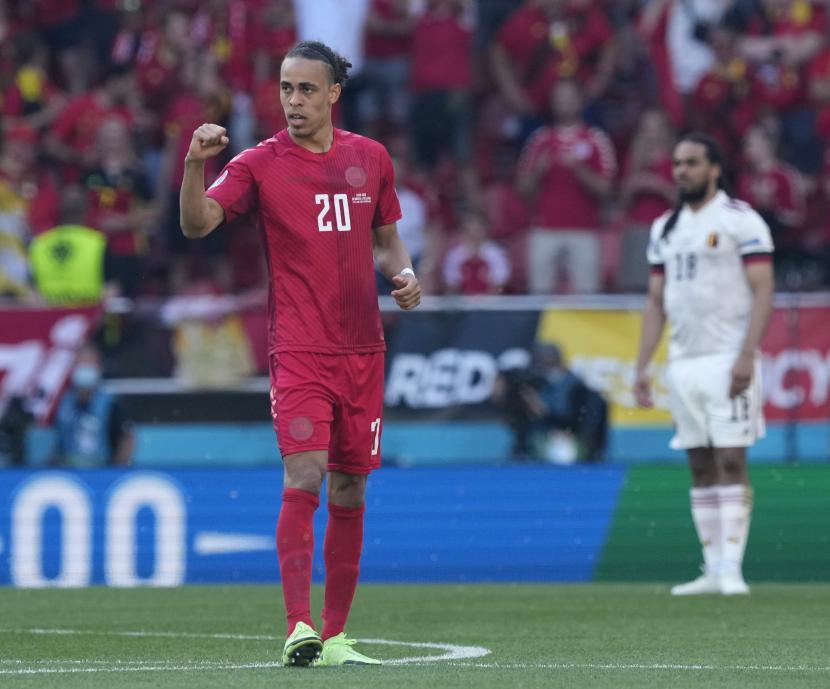Yussuf Poulsen dari Denmark bereaksi selama pertandingan sepak bola babak penyisihan grup B UEFA EURO 2020 antara Denmark dan Belgia di Kopenhagen, Denmark, 17 Juni 2021.