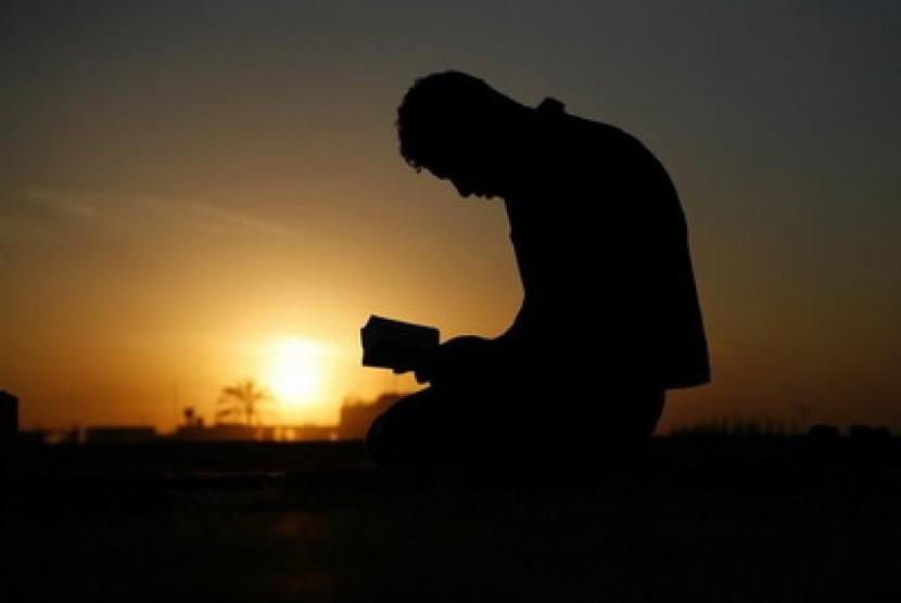 Zikir dan munajat kepada Allah (ilustrasi).