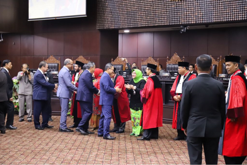 Zulkifli Hasan menghadiri pelantikan Ketua MK baru, Anwar Usman.
