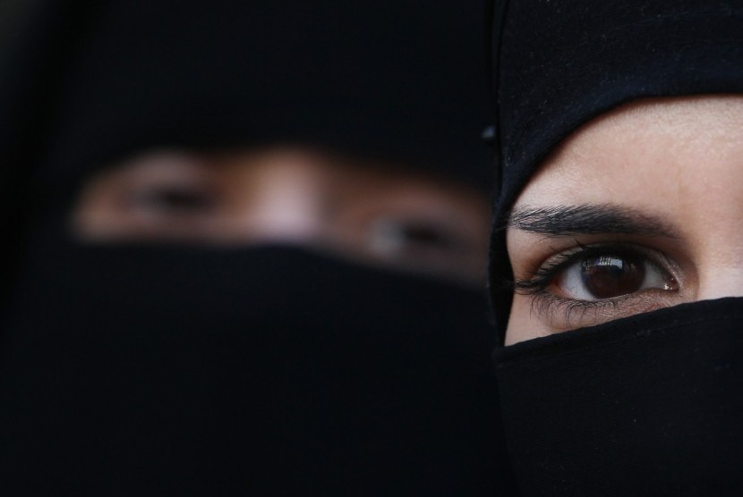 Zunera Ishaq, muslimah yang menolak melepaskan cadarnya saat sumpah kewarganegaraan di Kanada