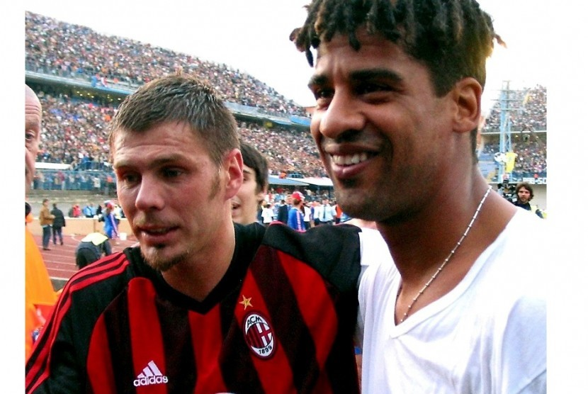 Zvonimir Boban (kiri) saat masih memperkuat AC Milan.