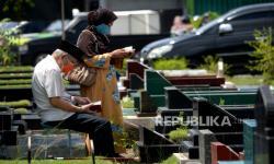 In Picture: Ziarah Kubur Jelang Ramadhan di Yogyakarta