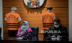 In Picture: KPK Tahan Tersangka Korupsi BIG dan LAPAN