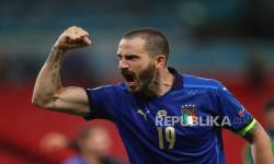 Leonardo Bonucci dari Italia merayakan kemenangan setelah memenangkan pertandingan sepak bola babak 16 besar UEFA EURO 2020 antara Italia dan Austria di London, Inggris, 26 Juni 2021.