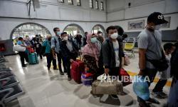 Stasiun Pasar Senen Berangkatkan 800 Penumpang  H-1 Lebaran