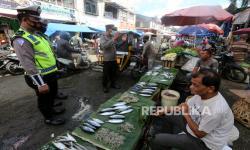 In Picture: Razia Protokol Kesehatan di Pasar Peunayong Banda Aceh