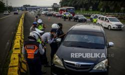 Petugas Pos Sekat Tanyakan Alasan Masuk Kota Bogor