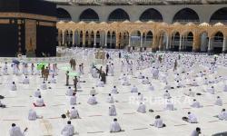 In Picture: Shalat Jumat Awal Ramadhan di Masjidil Haram Makkah