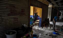 In Picture: Pasar Antri Baru di Cimahi Kembali Beroperasi