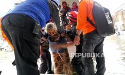 In Picture: Guguran Awan Panas Merapi Warga Turgo Mengungsi