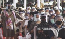 4 Orang Reaktif Saat Hendak Vaksin di Stadion Bekasi
