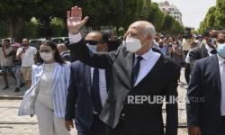 Ratusan Warga Protes Perebutan Kekuasaan Presiden Tunisia