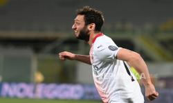 Sah! Calhanoglu Teken Kontrak Tiga Tahun di Inter Milan