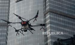 Polisi Cimahi Bubarkan Kerumunan dengan <em>Drone</em>