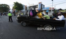Wisatawan Pakai Mobil Pikap Diputar Balik oleh Aparat