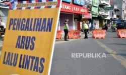 10 Masjid di Medan Disemprot Disinfektan