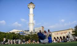 Masjid Raya Bandung Gelar Sholat Jumat