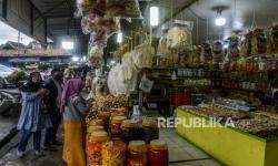 In Picture: Pedagang Oleh-oleh CIpayung Bogor Terimbas Pandemi