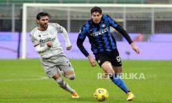 Bastoni Antusias Bermain di Laga Inter Vs Juventus