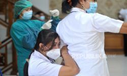In Picture: Vaksinasi Massal Tahap Kedua di Badung, Madiun dan Surabaya