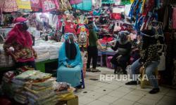 Pedagang Takjil di Pasar Klender Berharap Banyak Pembeli