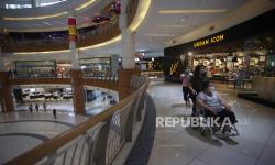 In Picture: Pembatasan Jam Operasional Pusat Perbelanjaan