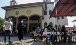 In Picture: Vaksinasi Covid-19 di Masjid Tebet Jakarta
