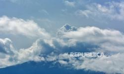 Gunung Raung Alami 37 Kali Gempa Hembusan
