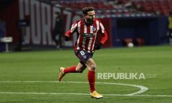 Gelandang Atletico Madrid Saul Niguez merayakannya setelah mencetak gol kedua melawan Sevilla dalam pertandingan sepak bola LaLiga Spanyol antara Atletico Madrid dan Sevilla FC di Madrid, Spanyol, 12 Januari 2021.