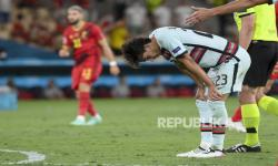 Joao Felix dari Portugal bereaksi selama pertandingan babak 16 besar kejuaraan sepak bola Euro 2020 antara Belgia dan Portugal di Stadion La Cartuja, Sevilla, Spanyol, Ahad, 27 Juni 2021.