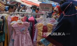 Pedagang Baju Bekas Pasar Senen Raup Rp 12 Juta Per Hari
