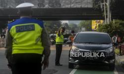 Puluhan Pelanggar Ganjil Genap Ditilang di Jalan Fatmawati