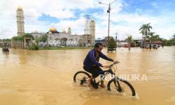 Banjir Rendam Permukiman Warga di Batas RI-Malaysia