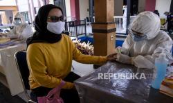 In Picture: Rapid Test bagi Petugas KPPS dan PAM TPS KPU Kab Bandung