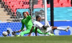 Sterling Puas Cetak Gol di Turnamen Besar Bersama Inggris