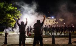 Polisi Tembakkan Peluru Karet Dekat Gedung Putih