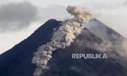BPBD Boyolali Bersihkan Jalan dari Abu Merapi