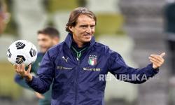 Pelatih timnas Italia Roberto Mancini mengumumkan skuad berisi 28 pemain untuk Euro 2020.