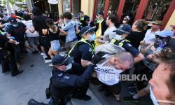 Polisi Bentrok dengan Pengunjuk Rasa Anti-Lockdwon Australia