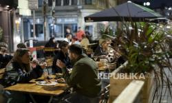Di Inggris Kaum Muda yang Divaksin Dapat Diskon Beli Makanan