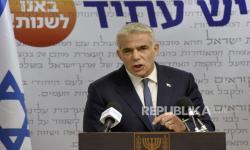 Yair Lapid: Iran di Balik Serangan ke Kapal Tanker Israel