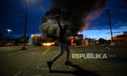 Rusuh! Penjarahan dan Gas Air Mata Warnai Demo di AS