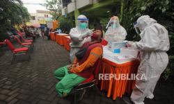 Tingkat Penularan Covid-19 di Surabaya naik